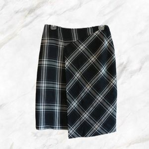 4/$30 🌷 Suzy Shier   Asymmetrical Plaid Skirt